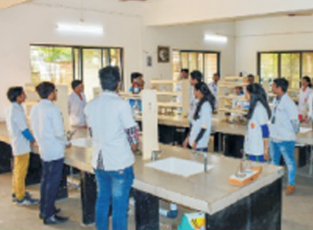 Pharmaceutical Chemistry Lab